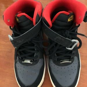 Nike air high tops. Size is 7y